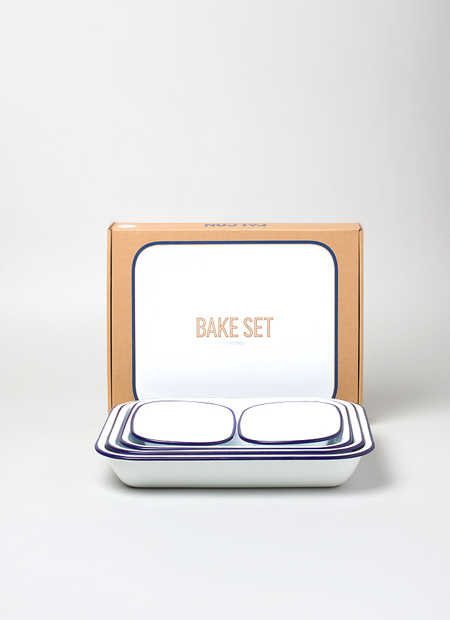 Falcon Enamelware Bake Set White with blue rim