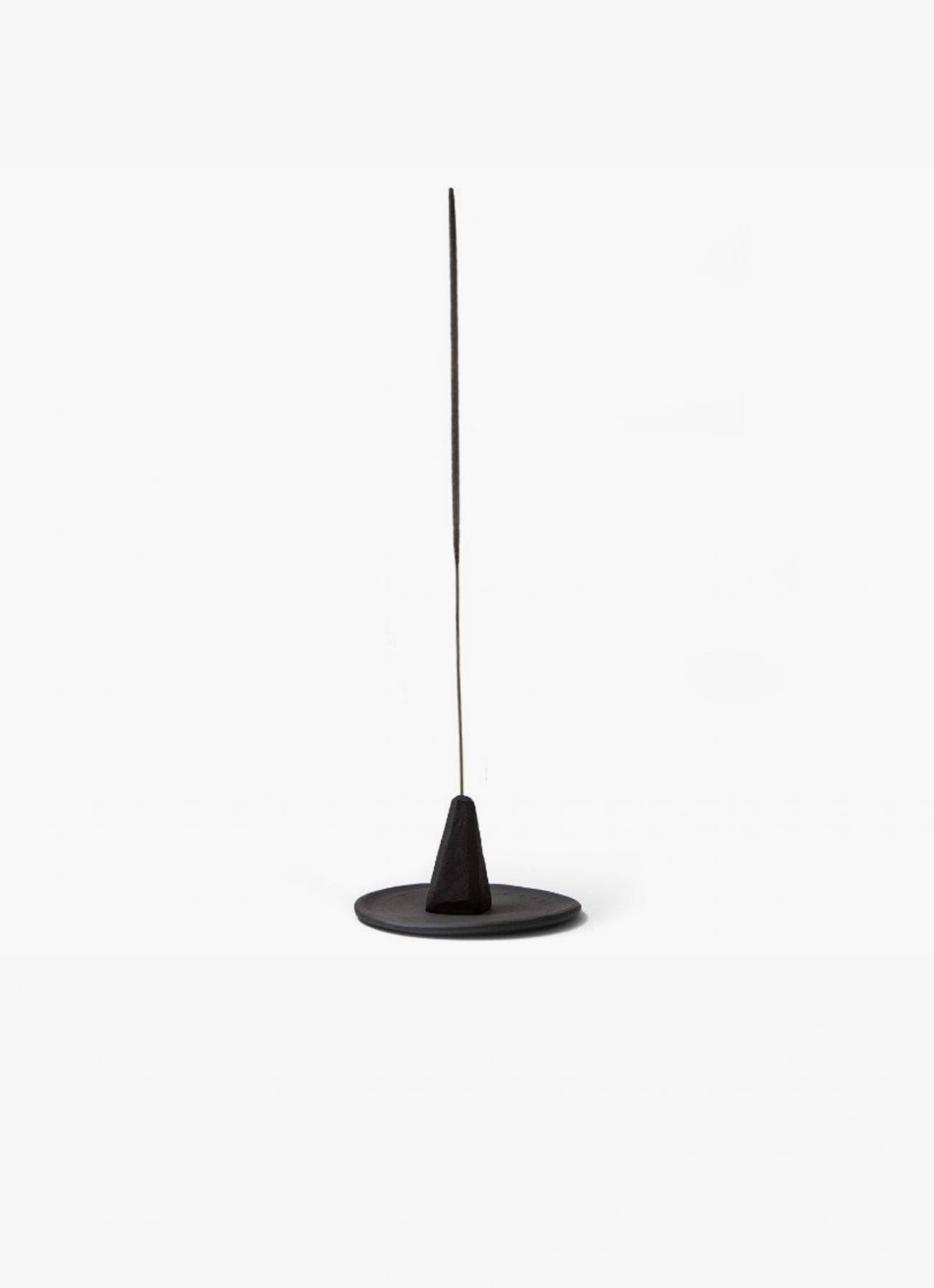 volta_maaps_monolith-hand-thrown-ceramic-incense-holder-black