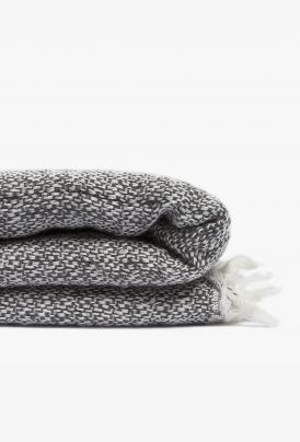 volta_by-moelle_merino-wool-wrap-graphite_detail