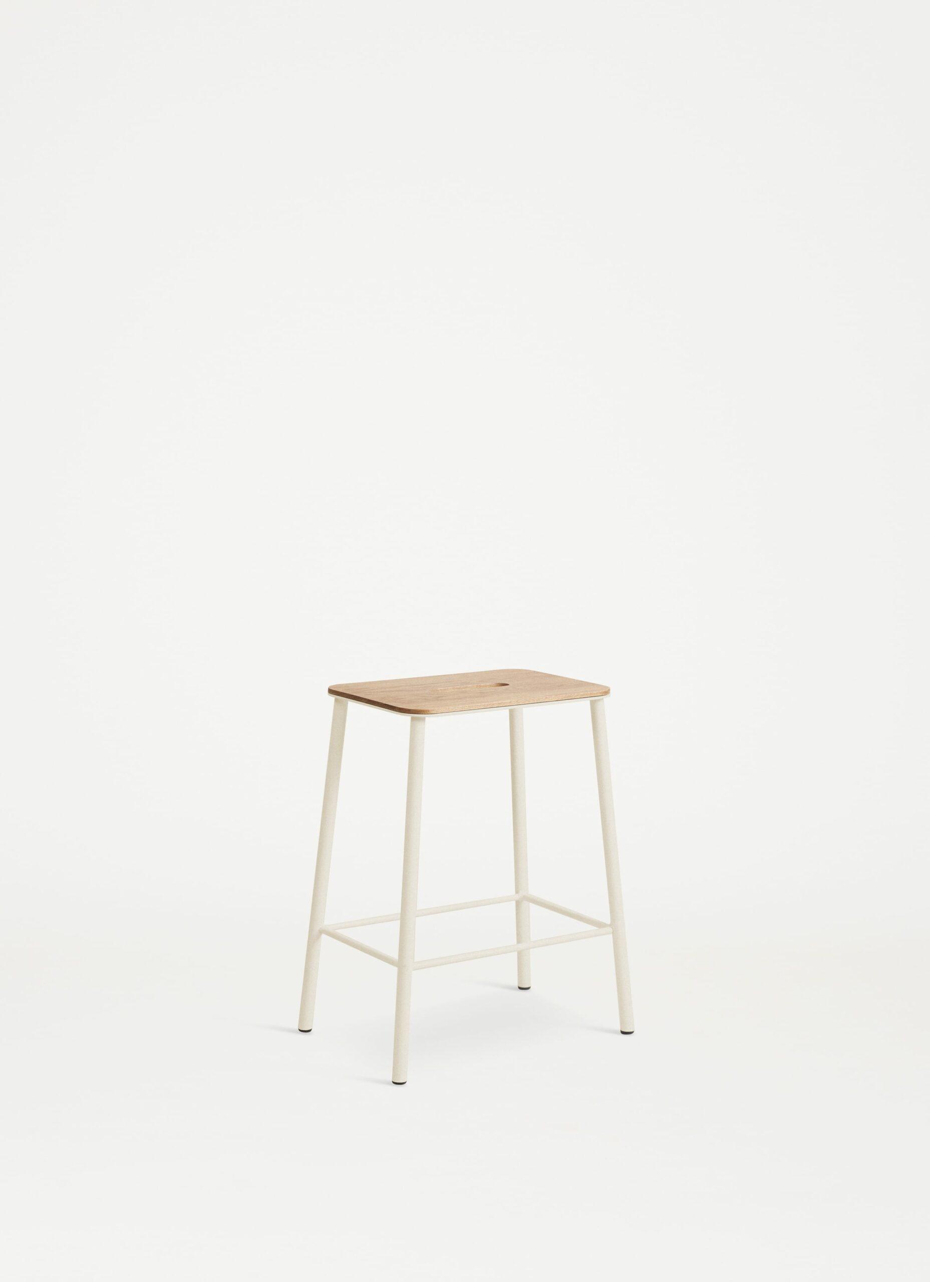 Adam Stool - H50 - Sand - Oak Seat