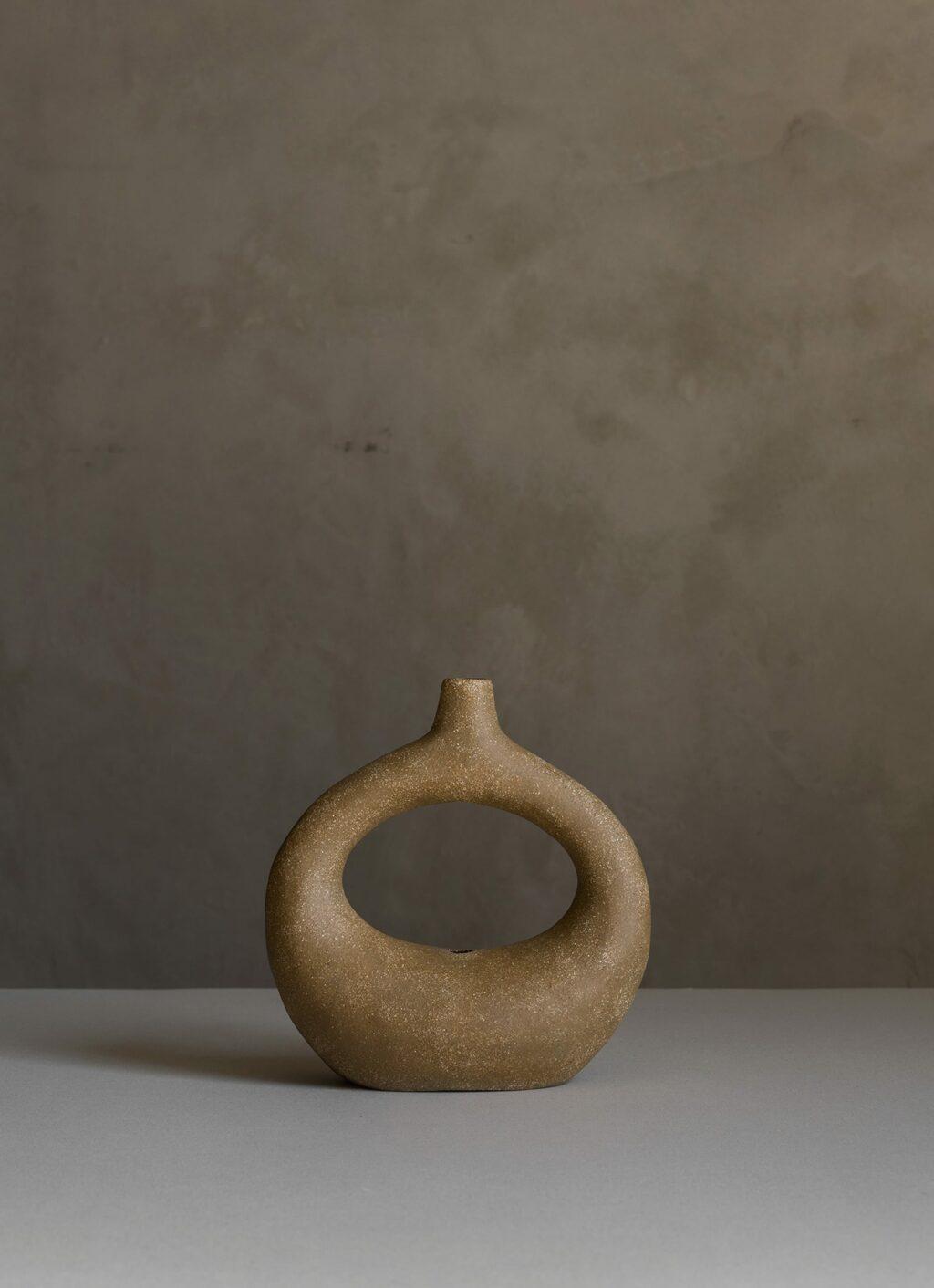 Viv Lee - Handmade stoneware vessel - Limited edition - Holo05 - medium buff