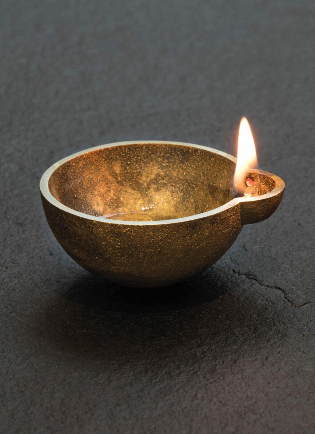 Case goods - Buenos Diyas - Oil lamp - Solid brass