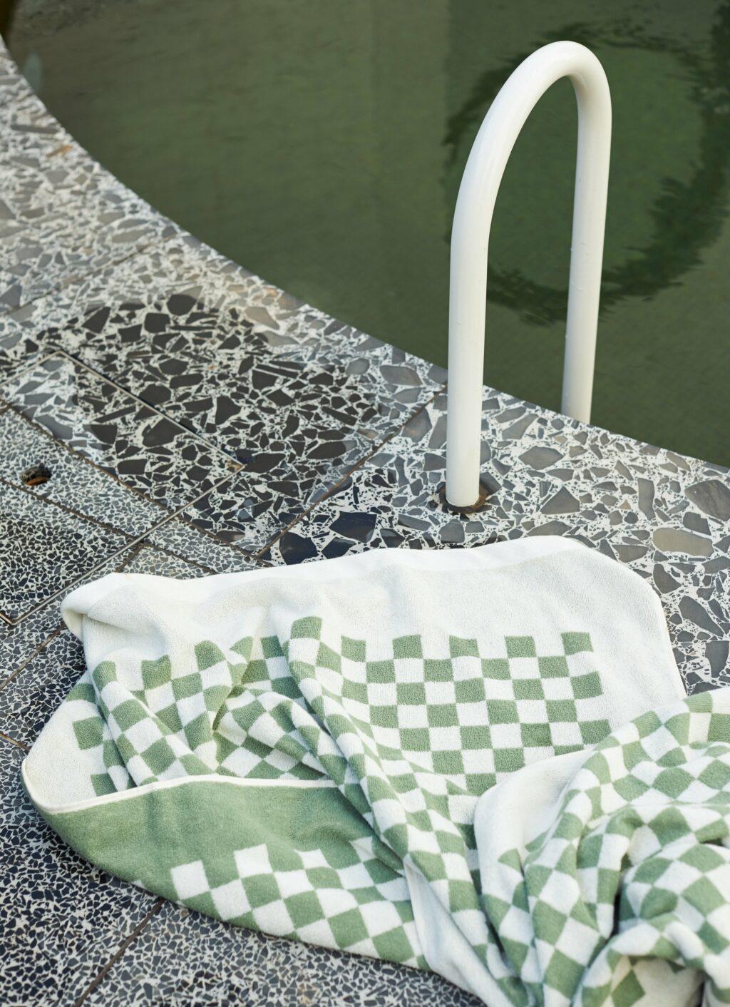 Baina - Organic Cotton - Pool Towel - Roman - Sage and Chalk - 170 x 90cm