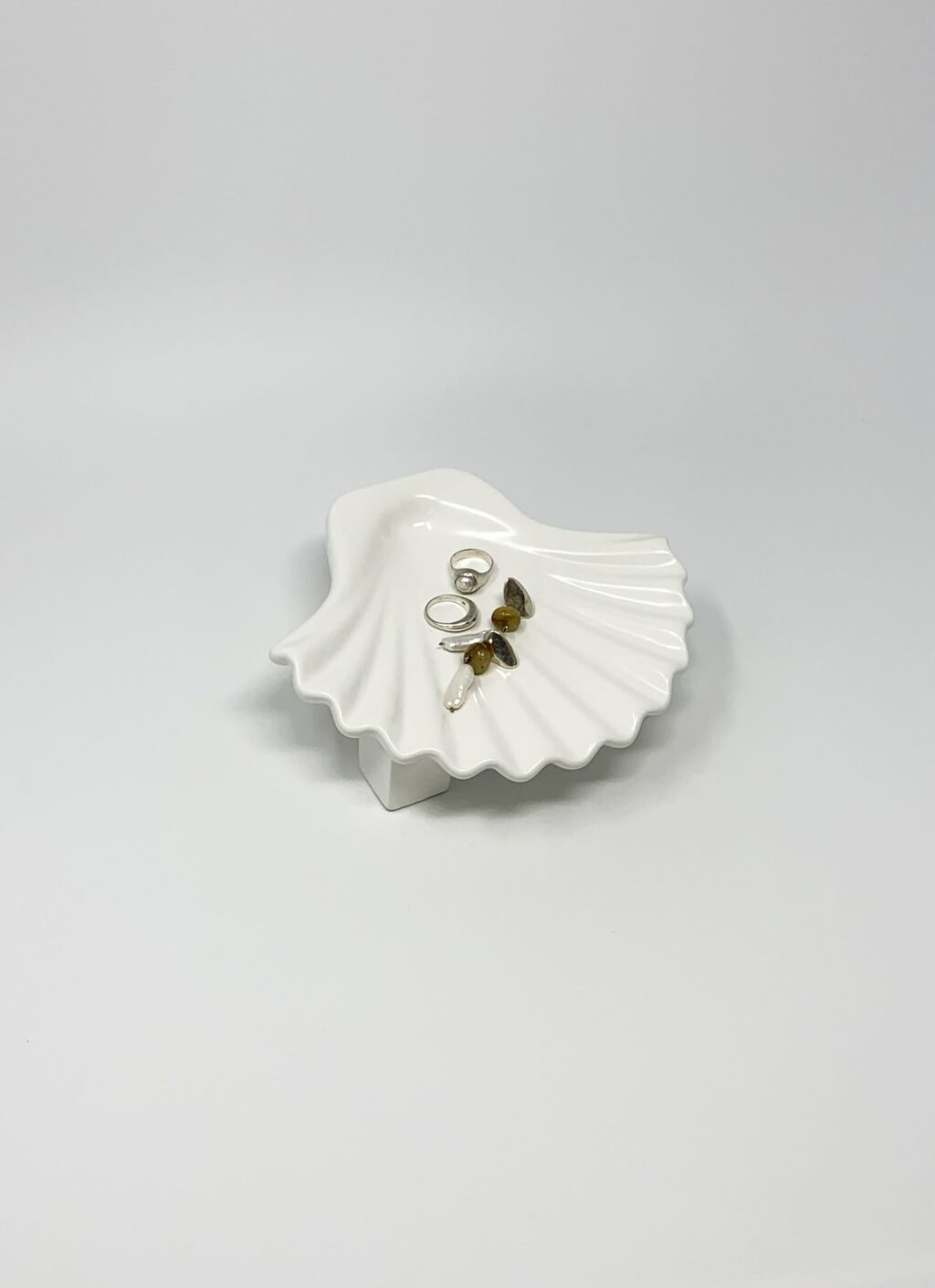 Los Objetos Decorativos - Seashell Plate - White