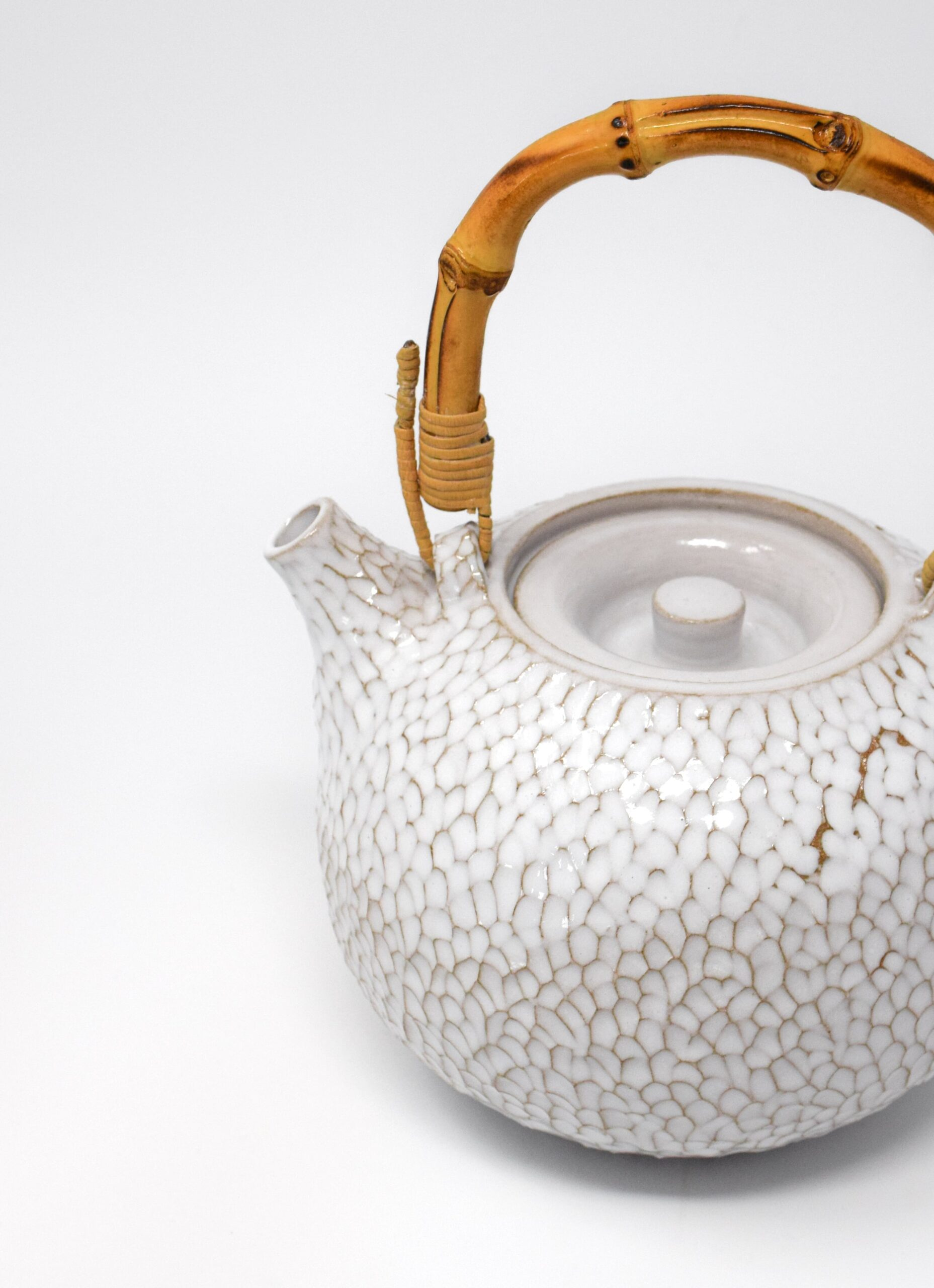 Aurore Vienna - Carved Ceramic Teapot with Bamboo Handle - white